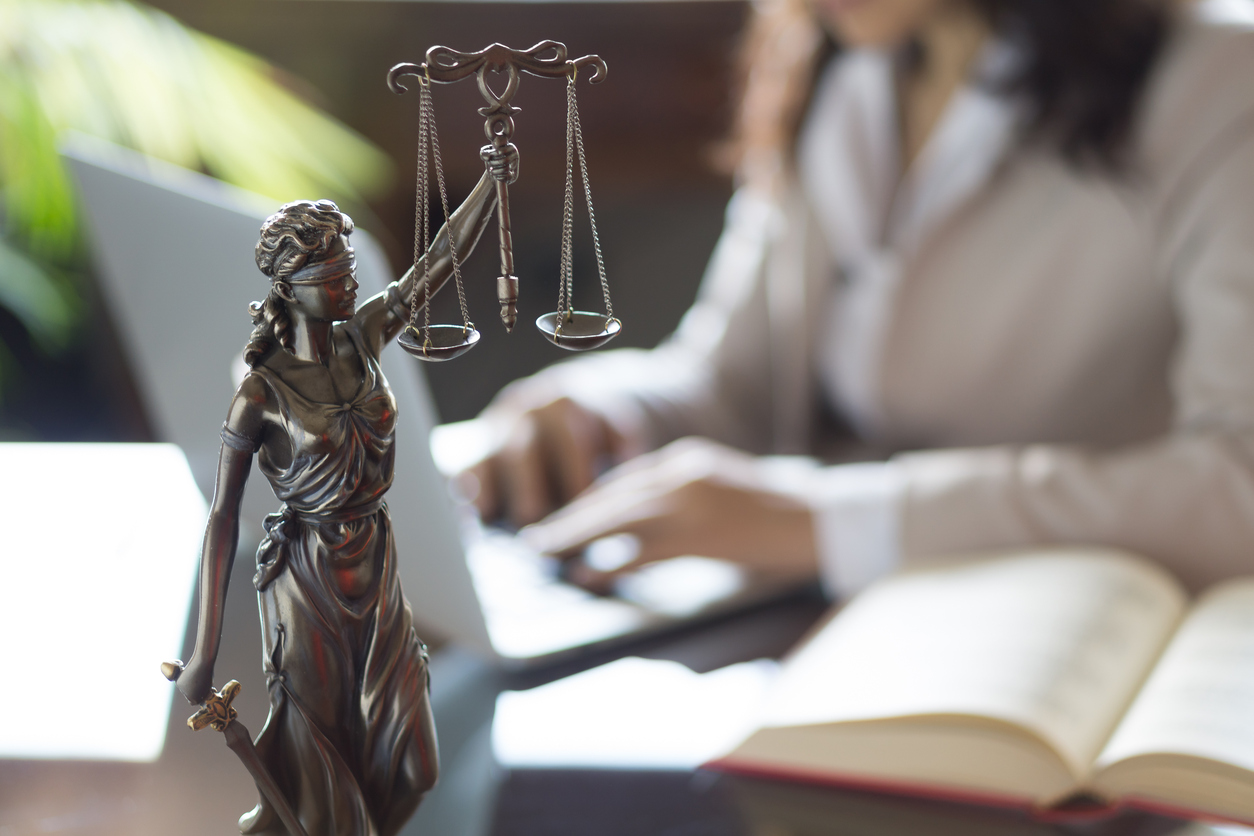 Arizona Court Says Non-Lawyers Can Invest in Law Firm